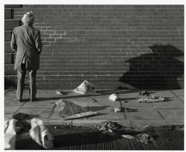 Chris Killip - Le mur du grand amour, centre-ville de Gateshead, Tyneside, 1975.